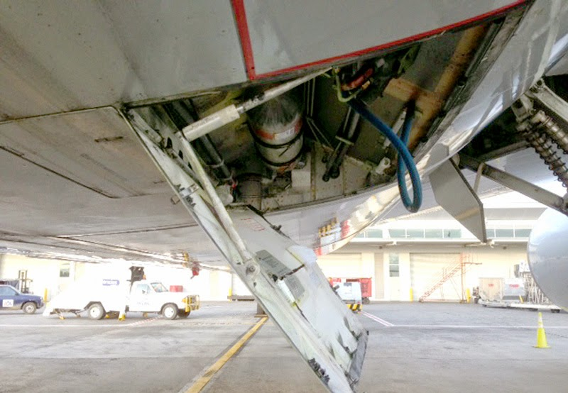 ... service door was not latched properly by a security agent and was not noticed prior to takeoff. In the flight from Miami to Brazil the unsecured door ... & Latest AA Emergency; Sliding Seats Unhinged Service Doors and the ... pezcame.com