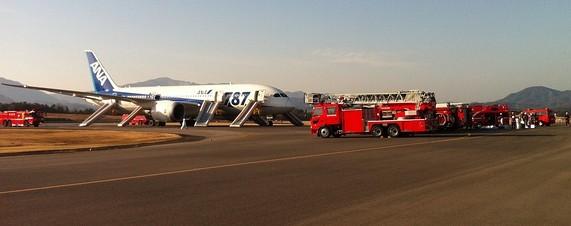 ANA Flight 692 on the tarmac at Takamatsu airport after its emergency landing. Photo courtesy of passenger Kenichi Kawamura