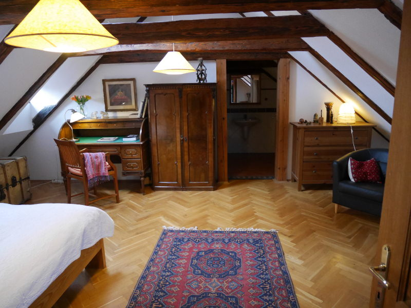 home-stay-prague-room