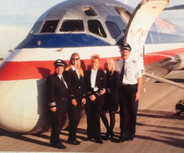 First officer Laura Strand (L) and Capt. Cort Tangeman (R) with the crew of American Airlines Flight 1740 in Chicago Photo courtesy Cort Tangeman