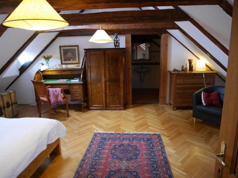 home-stay-prague-room